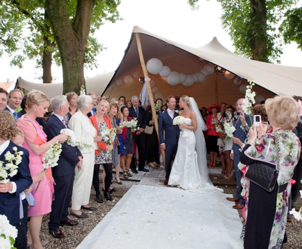 Bruiloft onder een Flextent overkapping