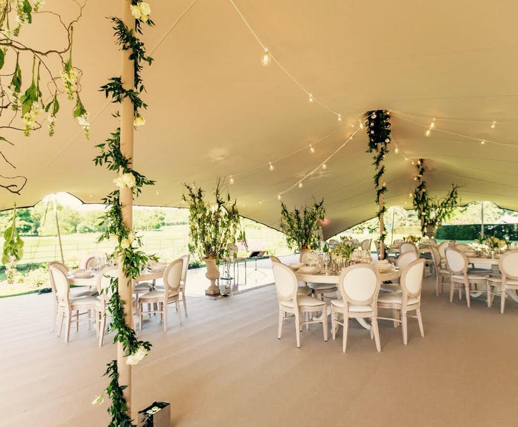 Bruiloft tent in de tuin