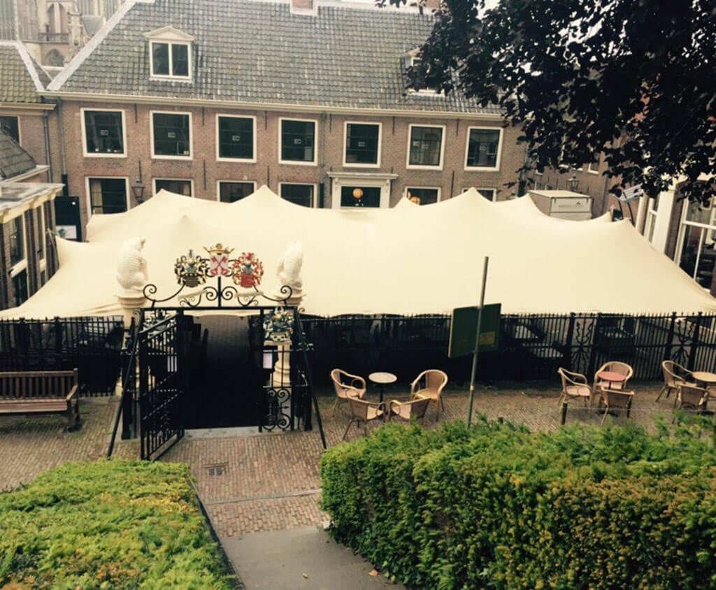 Strechtent bij de burcht van Leiden