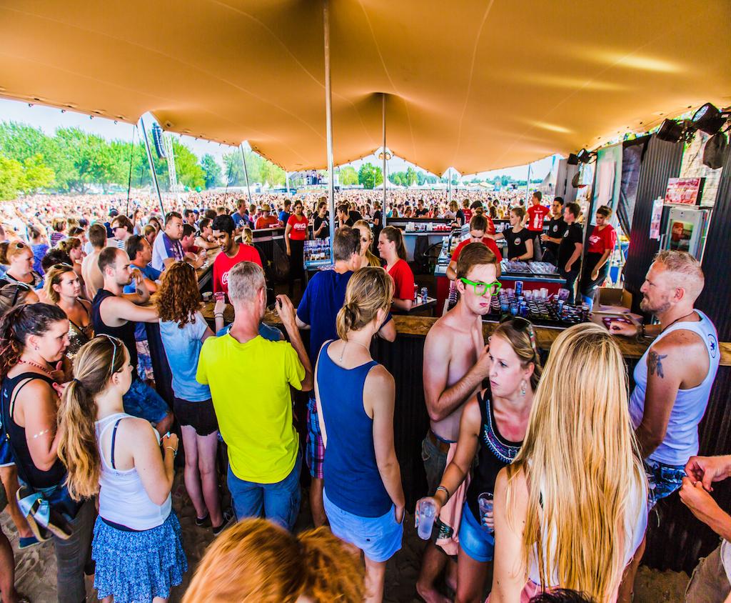 Flextent stretchtent op een festival